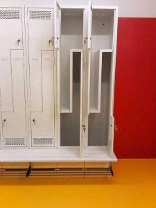 Platzsparender Garderobenschrank